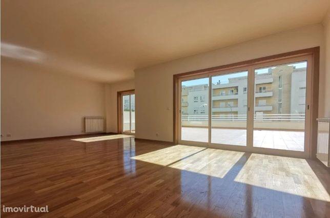Apartamento T3 duplex no Alto de Algés, Oeiras