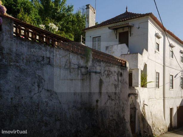 Edifício de habitação com projeto para 4 moradias