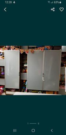 Три новые стеклянные двери в алюминиевой раме для шкафа