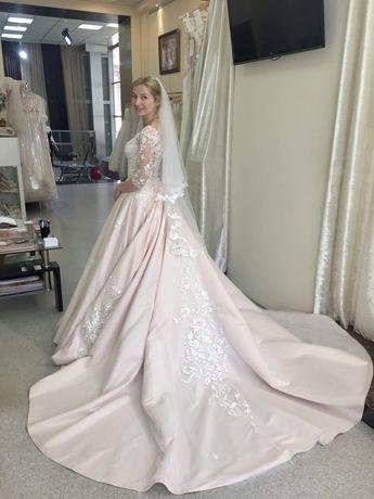 Свадебное платье Asti, королевское со шлейфом