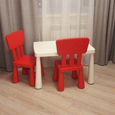Пластиковый стол и стульчик