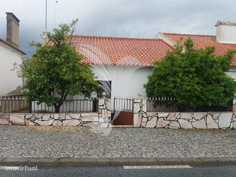 Moradia T2 com garagem e terreno em Aldeia alentejana