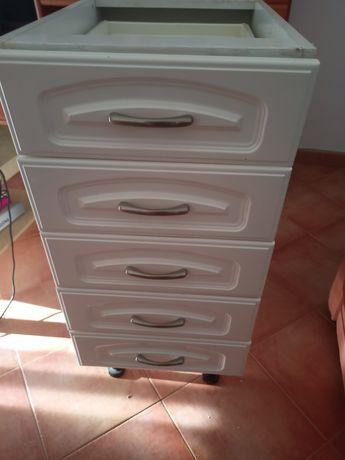 Armário de cozinha com 5 gavetas