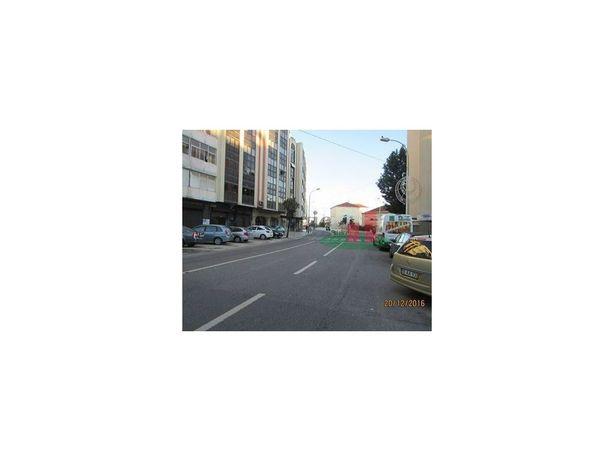 Imóvel do Banco - Loja na Damaia, Amadora