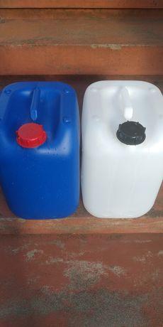 Bidons de plástico