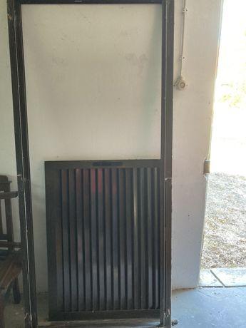 Portada exterior de correr em aluminio castanho