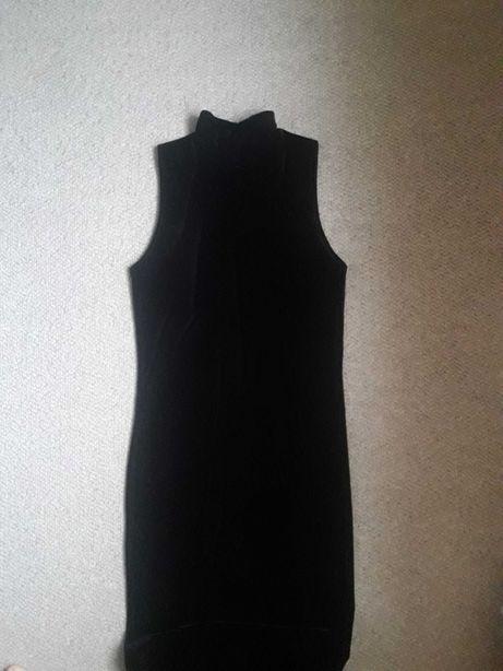 Облегающее чёрное велюровое платье в пол