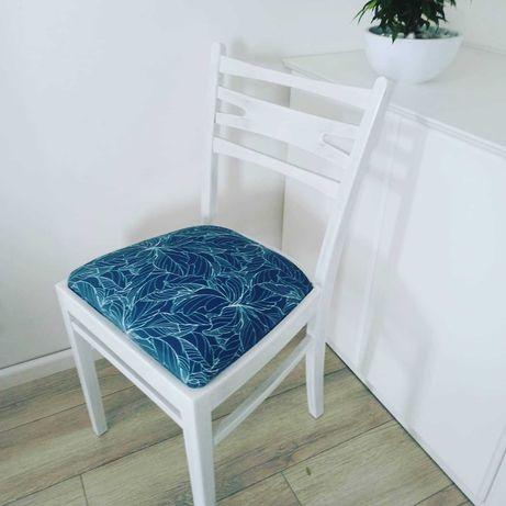 Odnowione krzesło tapicerowane turkus do toaletki lub sypialni PRL