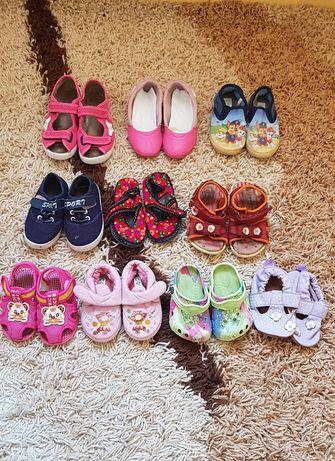 Взуття на дівчинку, босоніжки, тапочки, туфлі, сандалі