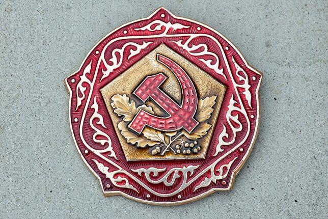 Значки с гербом СССР. 100 штук.