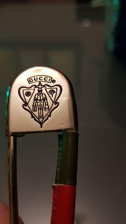 --Broszka Gucci--
