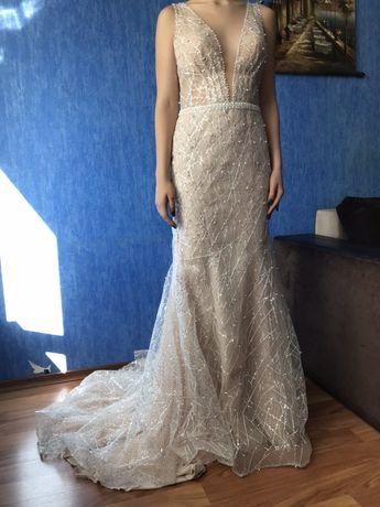 Платье Lanesta очень красивое, новое, можнте предложить своб цену