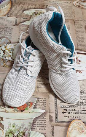 Белые кроссовки кеды  39 размер