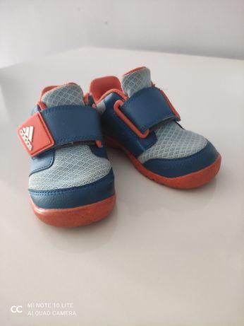 Buty sportowe dla chłopca 22
