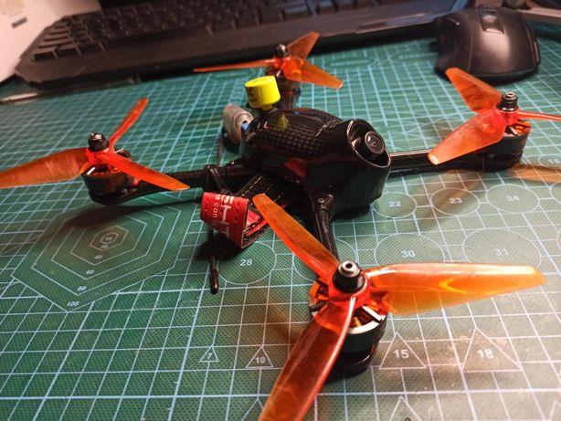 Wyścigowy dron FPV