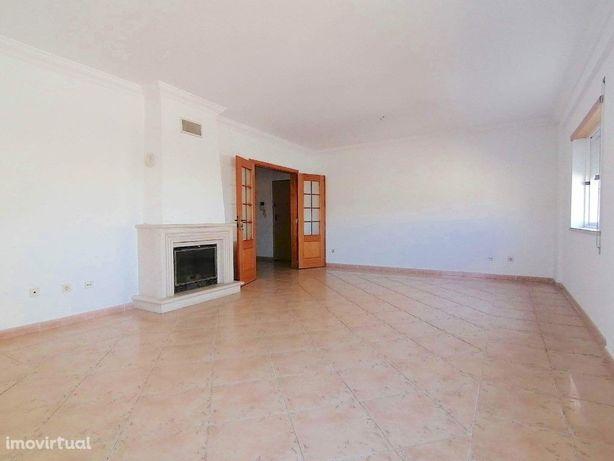 Apartamento de dois quartos em excelente área do Montijo