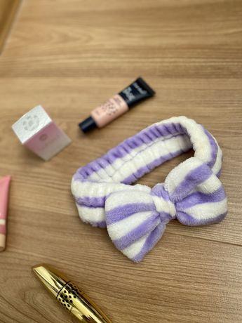 Пов'язка для волосся під час макіяжу