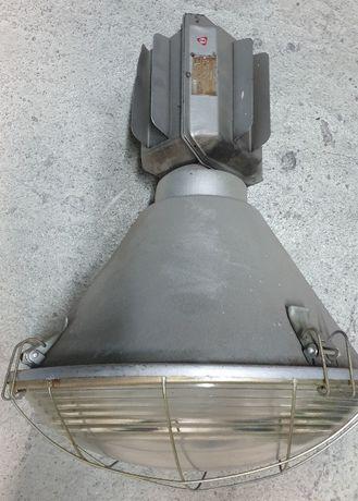Stara lampa oświetleniowa