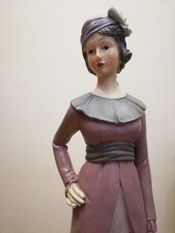 Figura kolekcjonerska-dama w różu