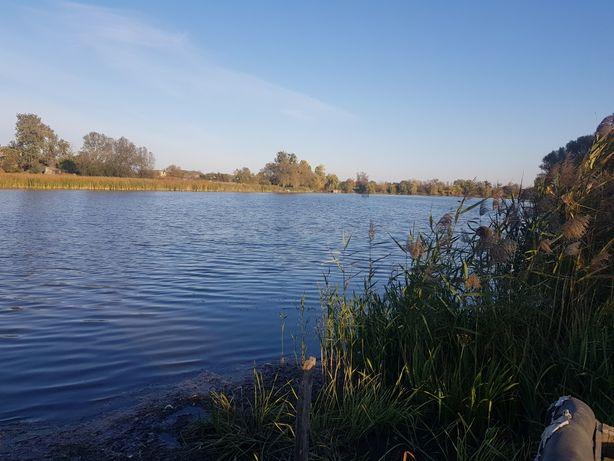 Продам ділянку 0.6га в березі озера