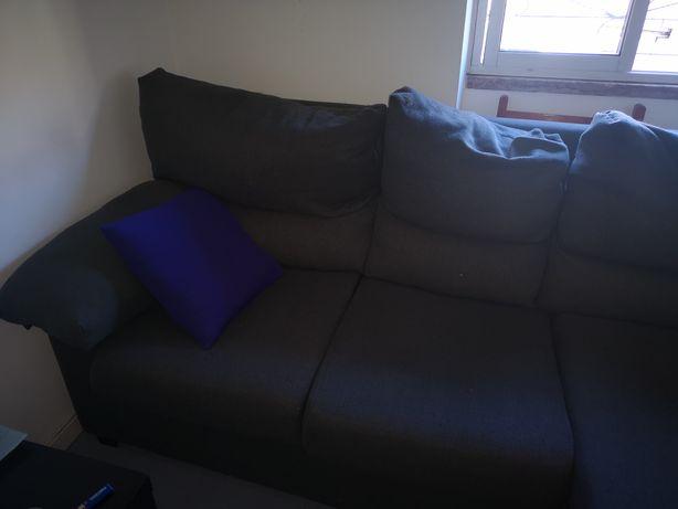 Vendo sofá com 2 anos