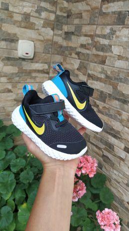 Stan idealny Adidasy buty sportowe Nike chłopięce r.22 czarne