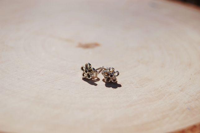 Srebrne kolczyki kwiatuszki z kamieniem, próba 925