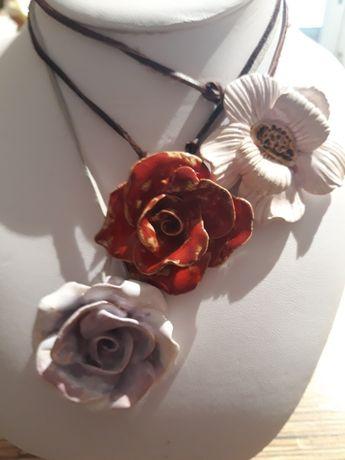 Ceramiczna  artystyczna róża naszyjnik