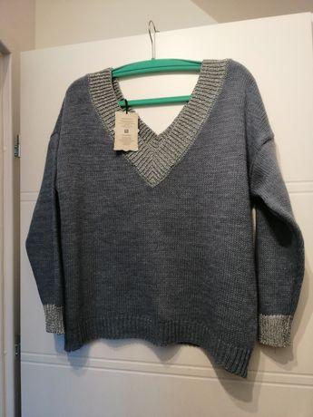Sweterek oversize NOWY dekolt V rozmiar uni srebrna nitka