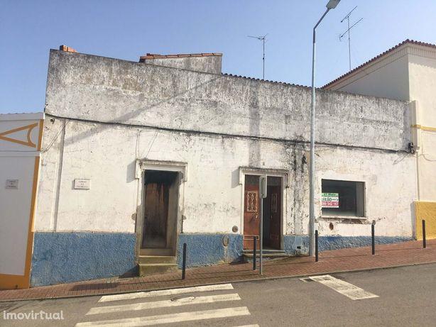 Loja + habitação de tipologia T4 situada no Garvão Concelho de OURIQUE