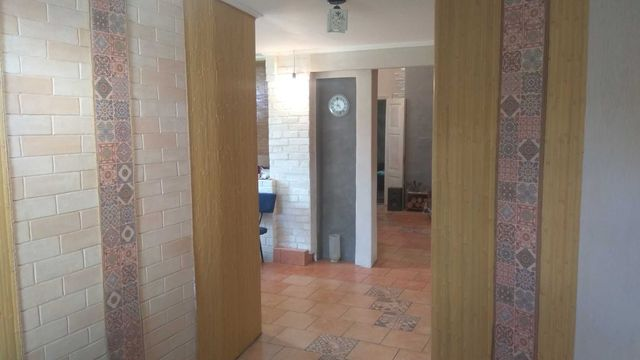 Просторий теплий та зручний Будинок з сучасним плануванням .