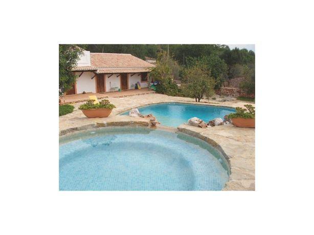 Moradia V4 com piscina em zona calma com vista desafogada...