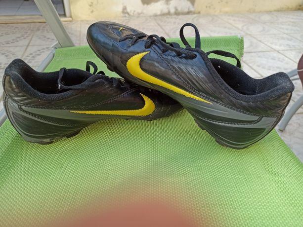 Chuteiras tamanho 37 adidas usadas chuteiras da Nike tamanho 35