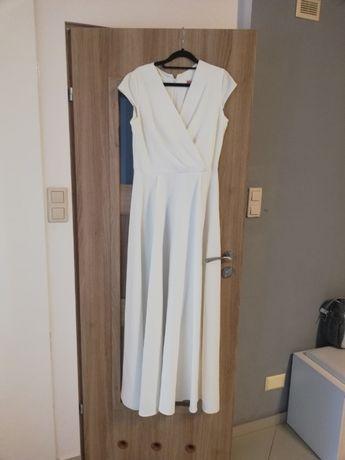 Suknia ślubna lub poprawinowa