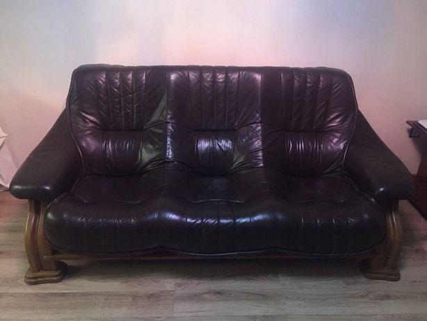 Шкіряний диван на дубовому каркасі, темно коричневого кольору!