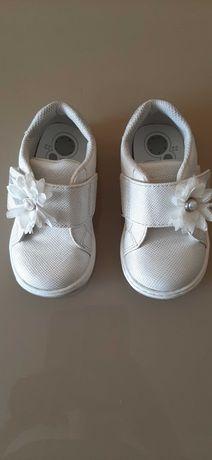 Продам туфельки на девочку Chicco.
