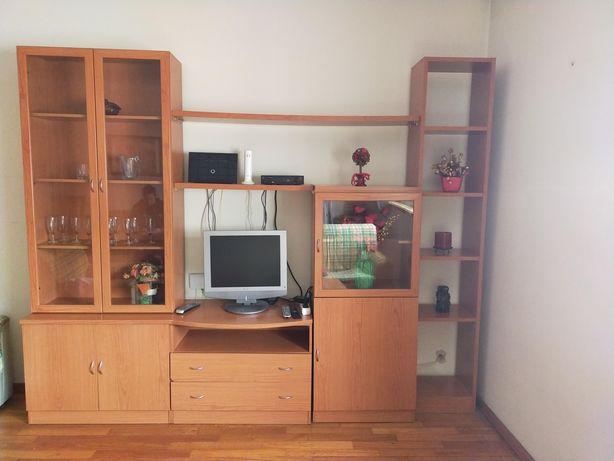 Venda de estantes, quadros e móvel de entrada