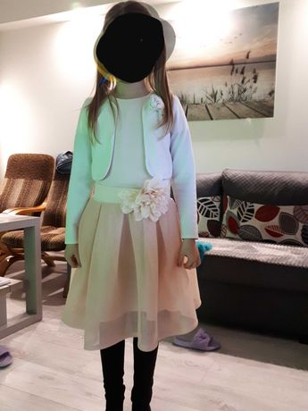 Pięnkna  sukienka z bolerkiem