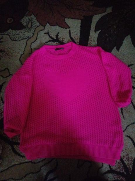 Sweterek różowy z serduszkiem bez rozmiarowy.