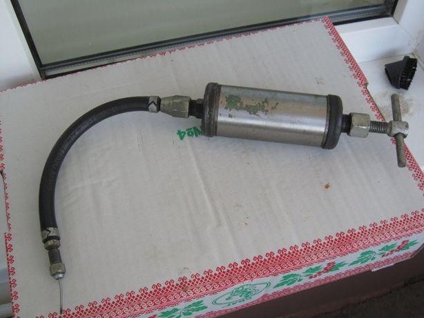 шприц для шприцевания маслом узлов машин и механизмов