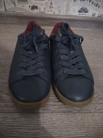 Дуже гарні Кросовки-туфлі