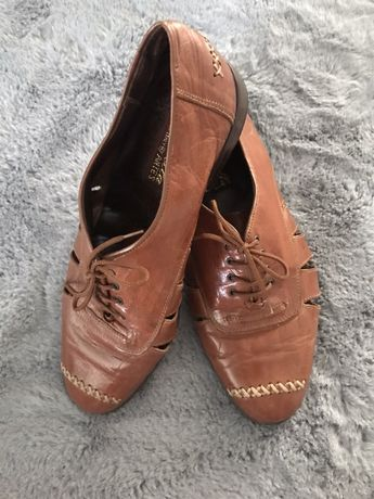 Skórzane, płaskie buty damskie