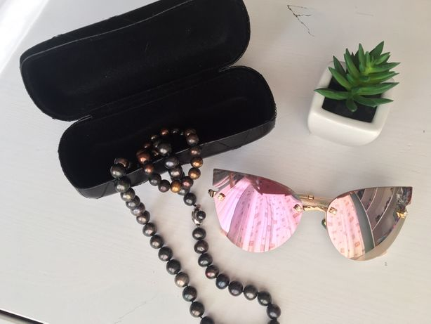Солнцезащитные очки Chanel с футляром