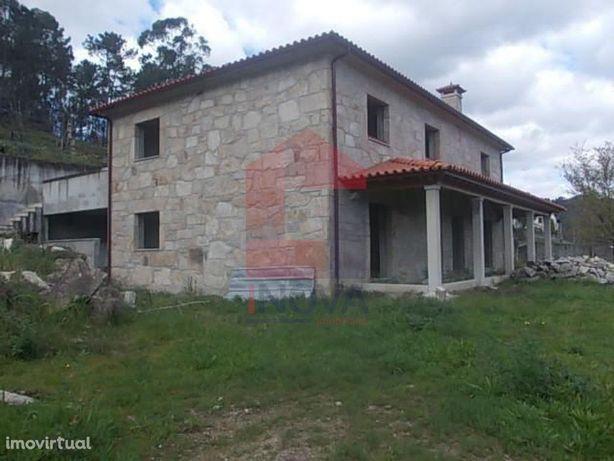 Vende-se Moradia V4, Oriz S. Miguel