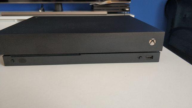 Xbox One X 1Tb ,2Pady 4 Gry Igła