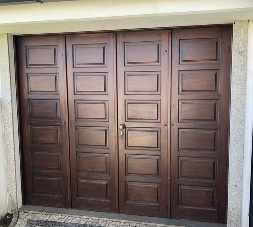 Porta portao garagem madeira resistente Antigo