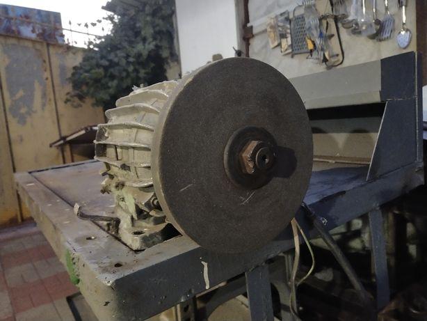 електро Двигатель