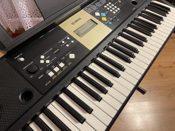 Keyboard Yamaha ze statywem