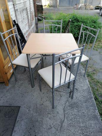 Stół + cztery krzesła