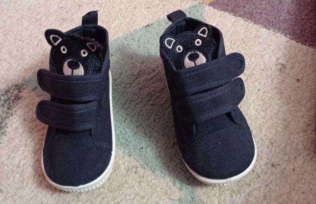 Buty dla chłopca nic  zniszczone .